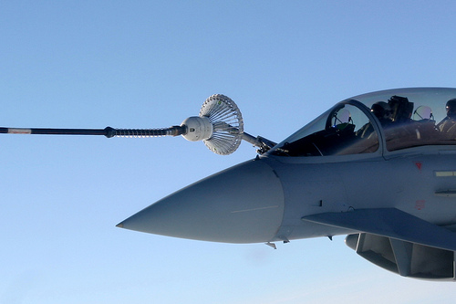 eurofighter typhoon refuelling from tanker