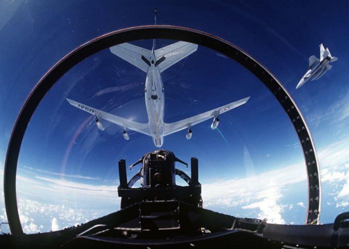 Boeing KC-135 Stratotanker refueling (14)