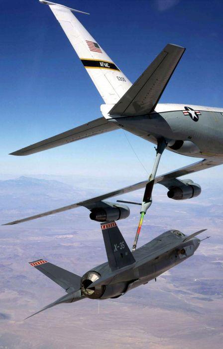 Boeing KC-135 Stratotanker refueling (21)