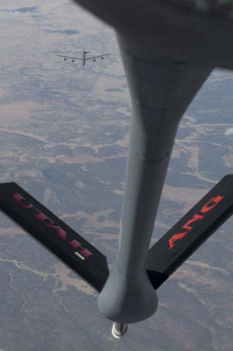 Boeing KC-135 Stratotanker refueling (27)