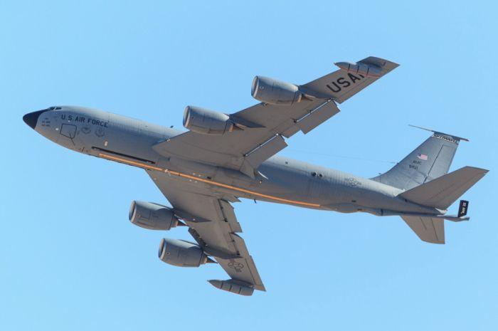 Boeing KC-135 Stratotanker refueling (32)