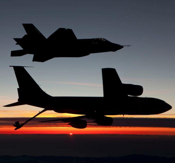Boeing KC-135 Stratotanker refueling (33)