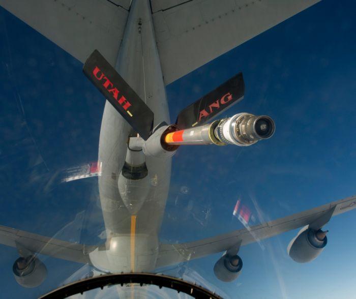 Boeing KC-135 Stratotanker refueling (34)