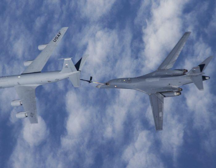 Boeing KC-135 Stratotanker refueling (35)