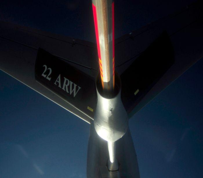 Boeing KC-135 Stratotanker refueling (38)