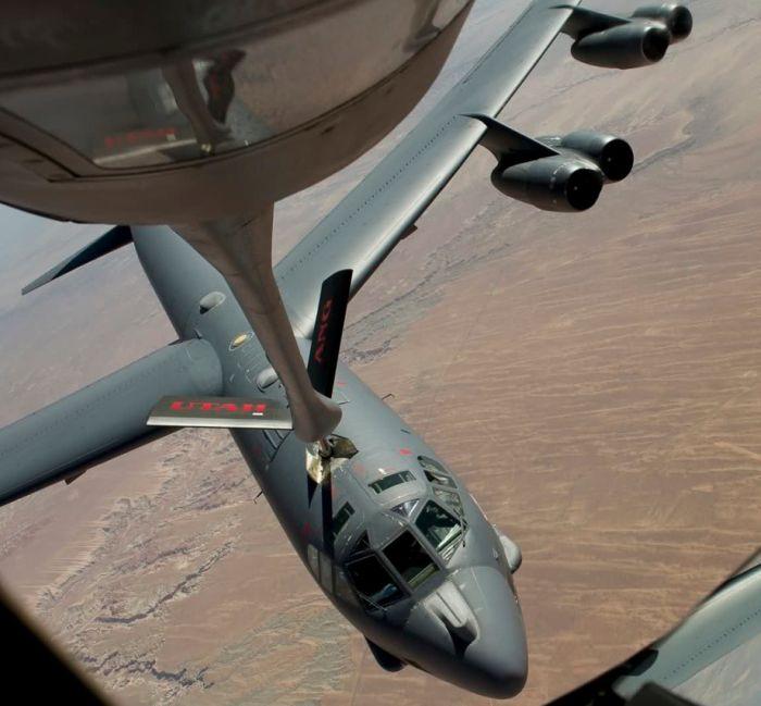 Boeing KC-135 Stratotanker refueling (41)