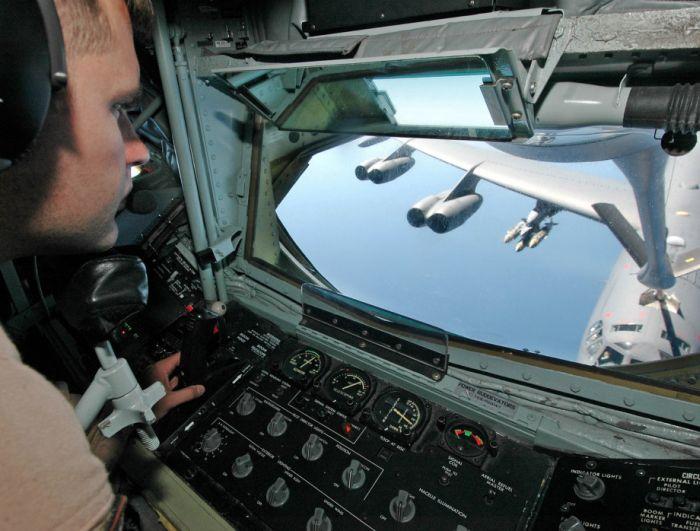 Boeing KC-135 Stratotanker refueling (44)