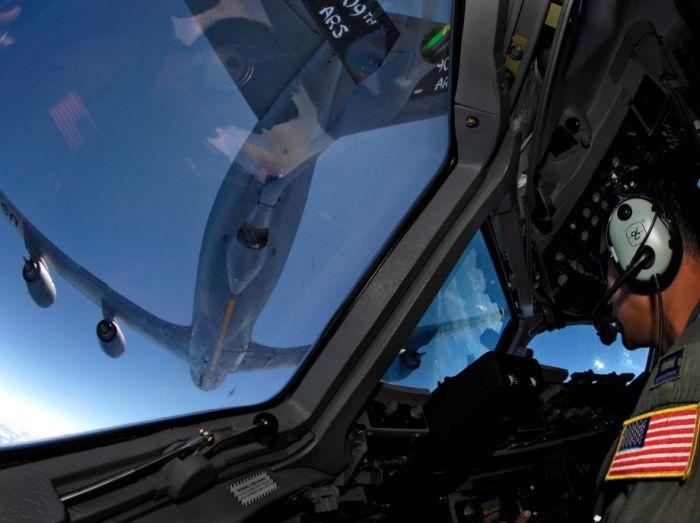Boeing KC-135 Stratotanker refueling (45)