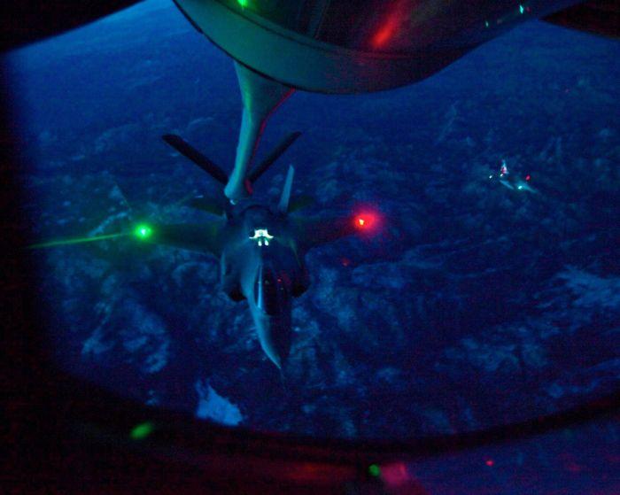Boeing KC-135 Stratotanker refueling (47)