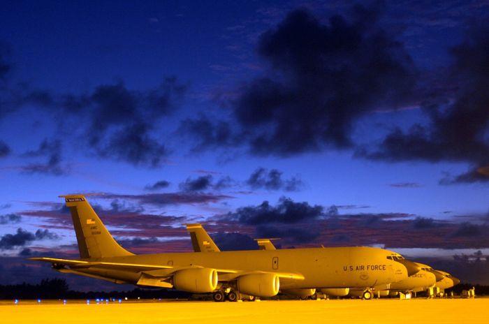 Boeing KC-135 Stratotanker refueling (49)