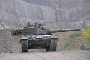 Kampfpanzer_Leopard_2A4,_KPz_2